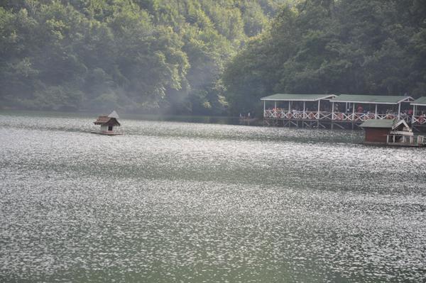 البحيرة المخفية